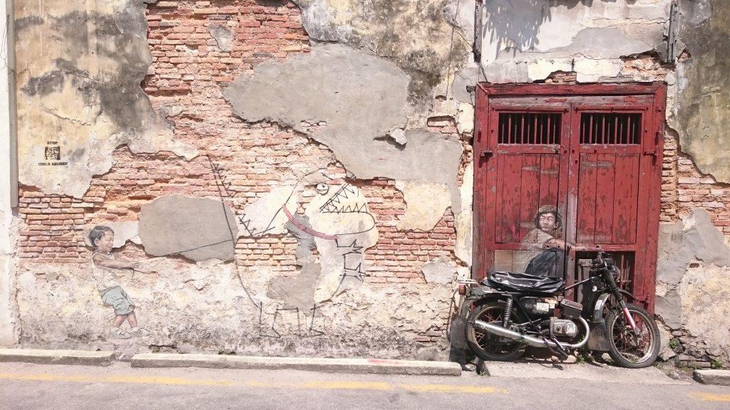 Chłopiec na motocyklu - jeden z najpopularniejszych murali w Georgetown